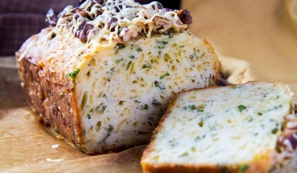 Кекс с зеленью и сыром