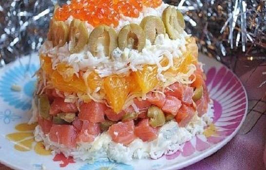 Салат с апельсином и малосольной форелью
